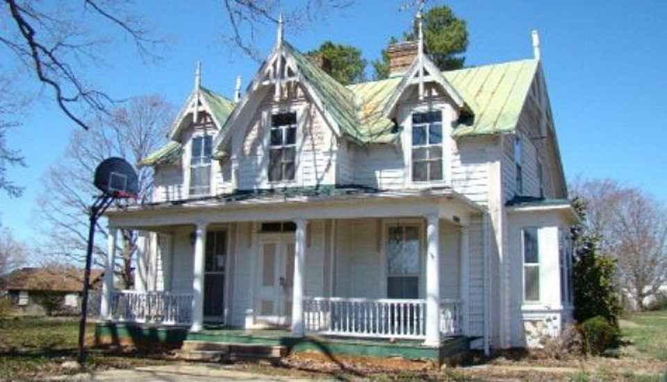 1880 Gothic Revival Chase City VA