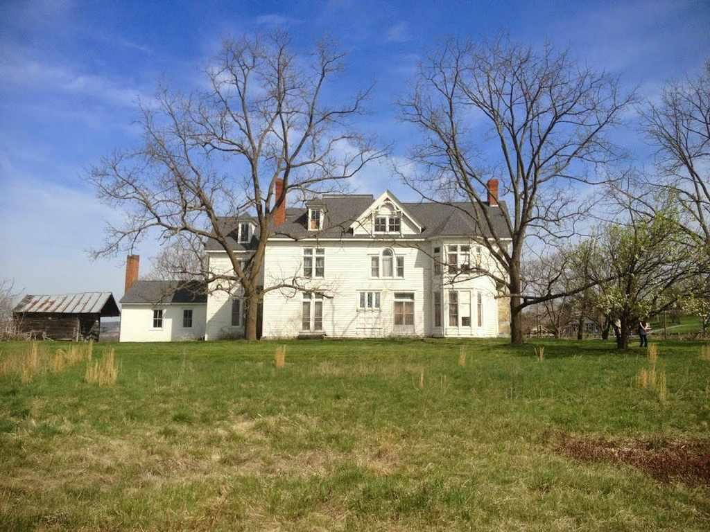 1860 Victorian Farmhouse In Max Meadows Virginia