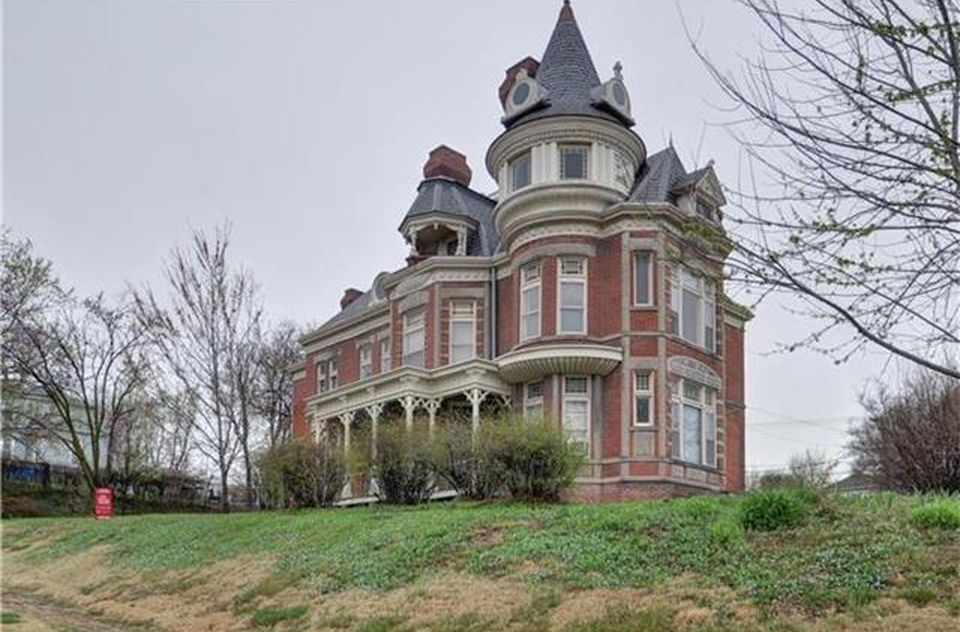 1889 queen anne atchison ks old house dreams for Home builders in kansas